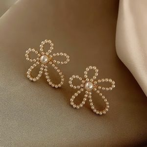 Beautiful Pearl White Pearl Earrings